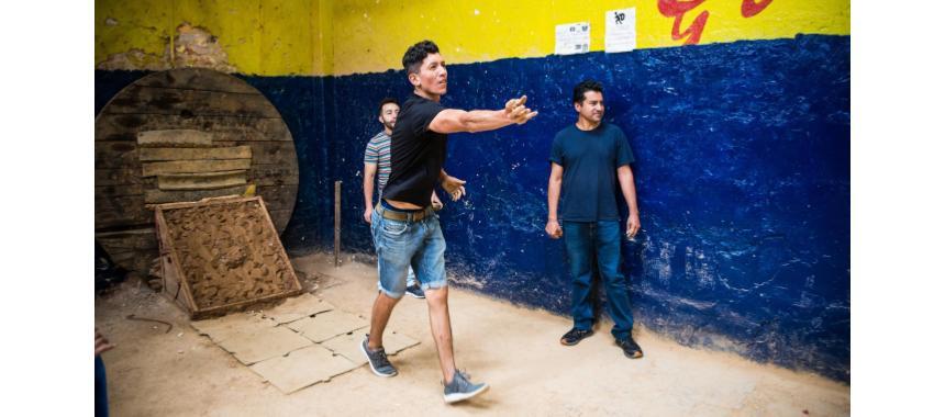 Throwing Tejo