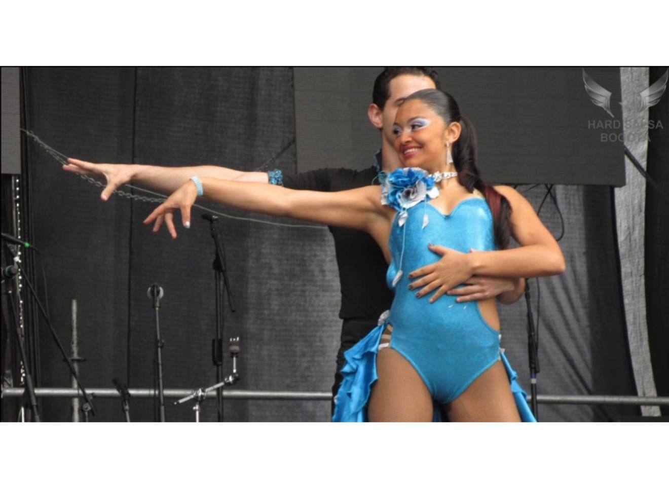Professional Dancers performing in Salsa al Parque