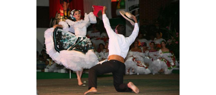 Couple dancing bambuco on a fair
