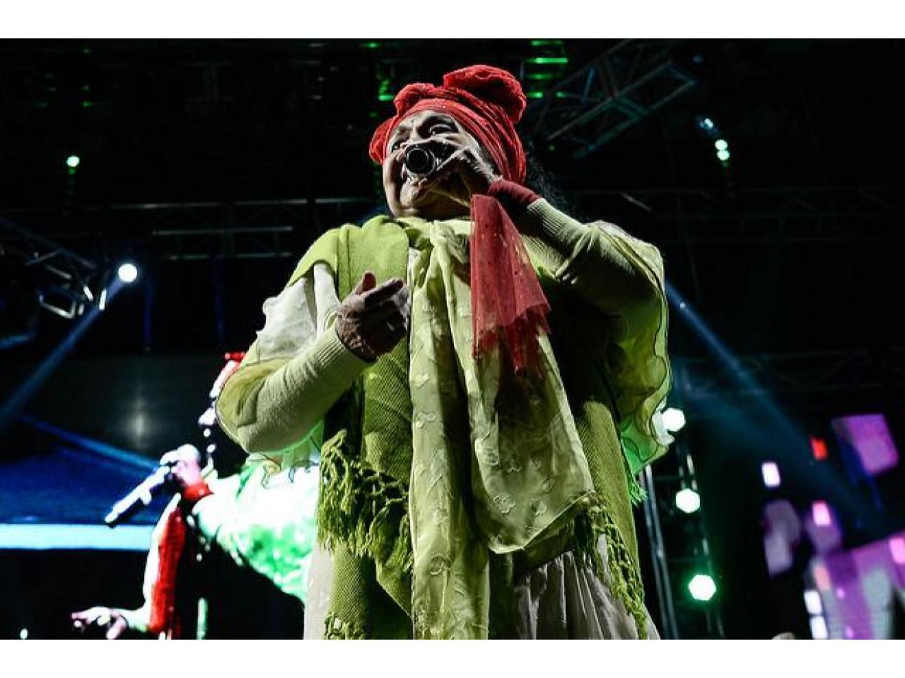 Toto la Momposina singing in Colombia al Parque