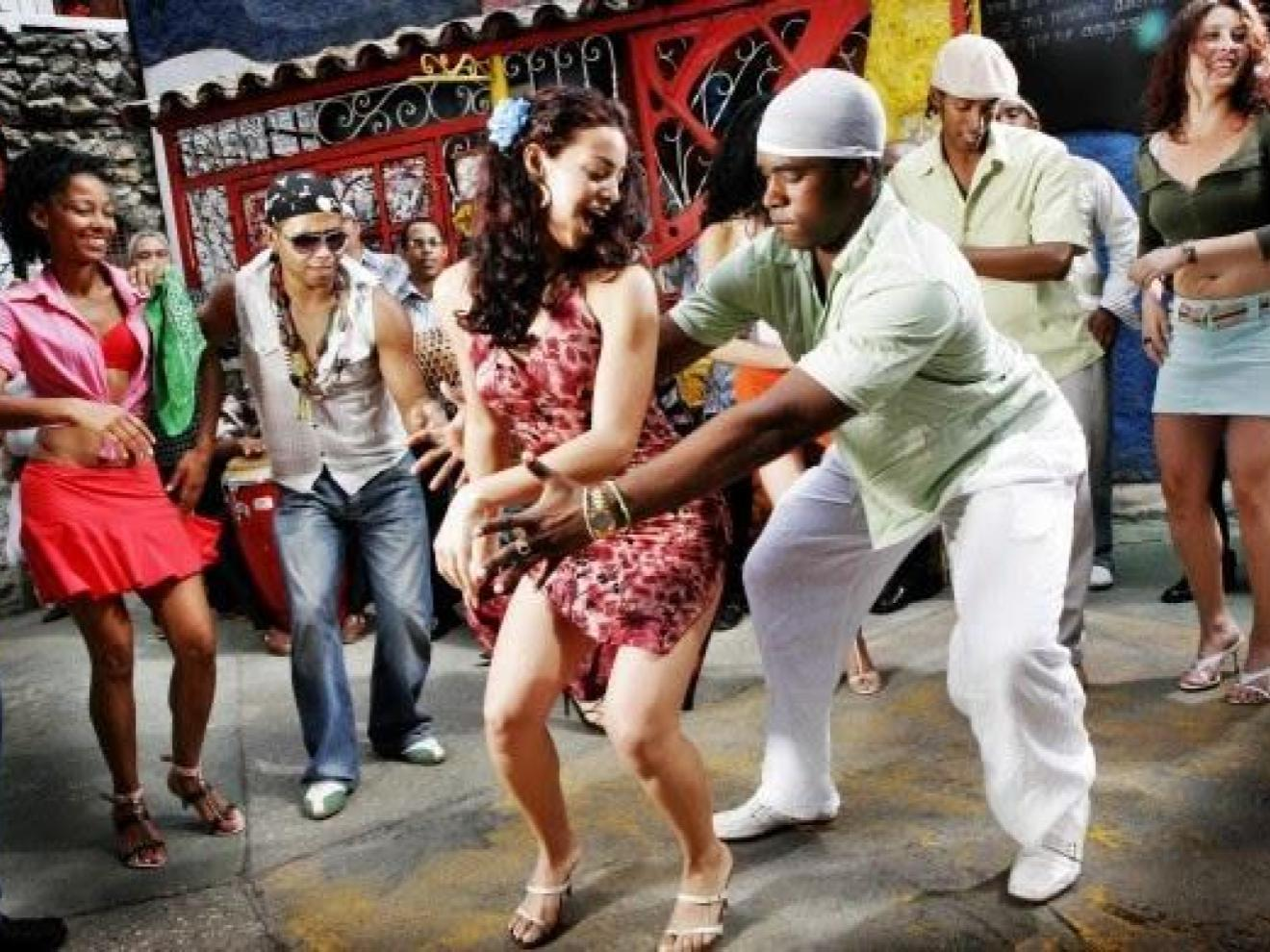 People dancing merengue