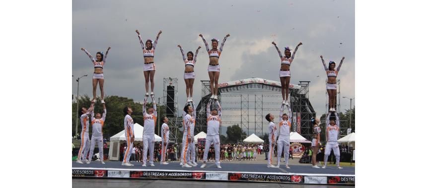The annual cheerleading competition at the Festival de Verano