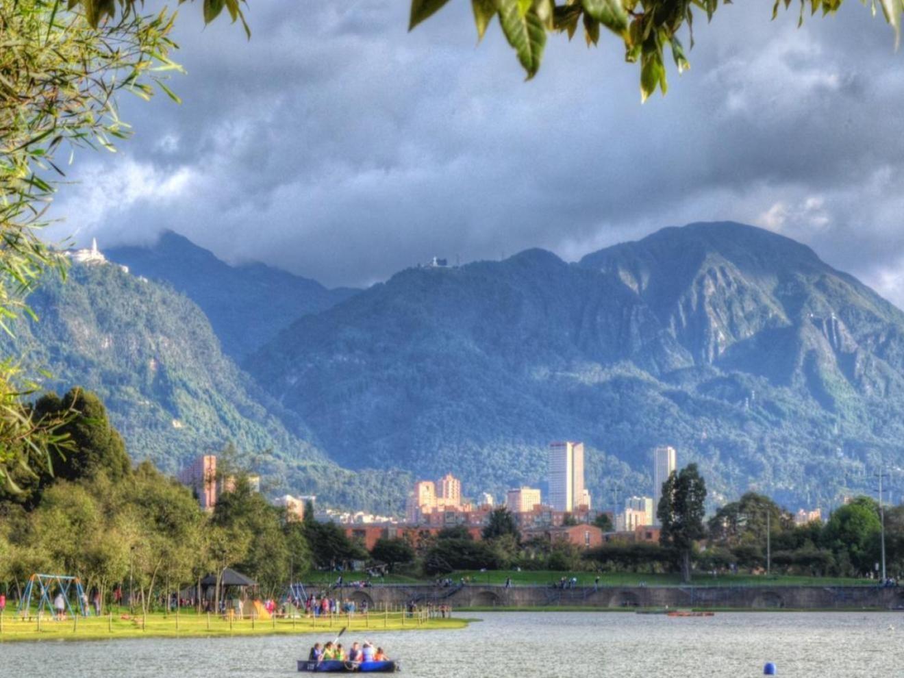 Lake at Parque Simón Bolívar
